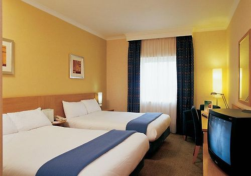 Holiday Inn Brent Cross Room