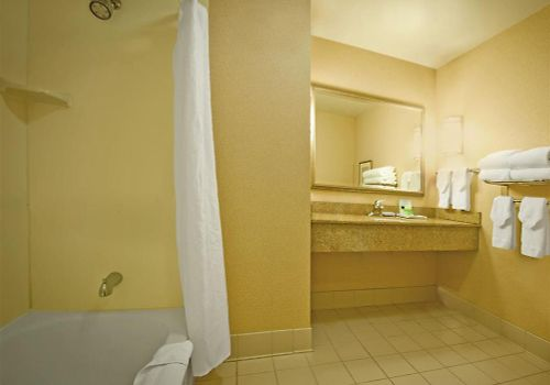 Four Points By Sheraton Chicago Hotel Room Guest Bathroom