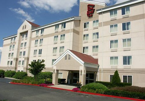 Red Roof Plus Long Island Exterior Inn Exterior