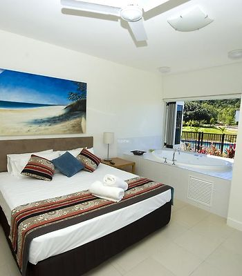Beachside Magnetic Harbour Apartments photos Room