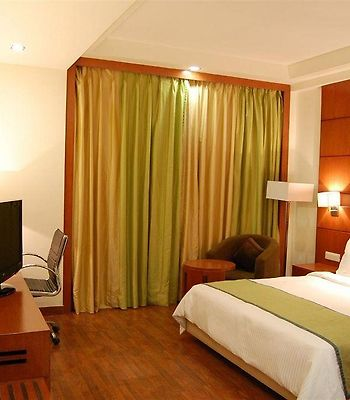 Golden Tulip Lucknow photos Room