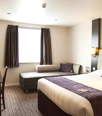 Premier Inn London Kingston Upon Thames photos Exterior Hotel information