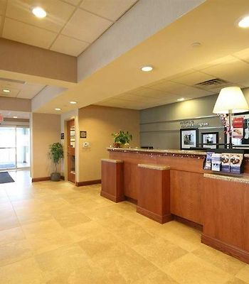 Hampton Inn Rutland photos Interior Front Desk