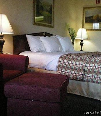 Baymont Inn And Suites - Greenville/I-65 photos Room