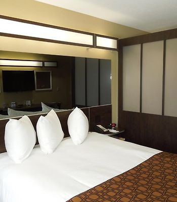 Microtel Inn And Suites North Canton photos Room