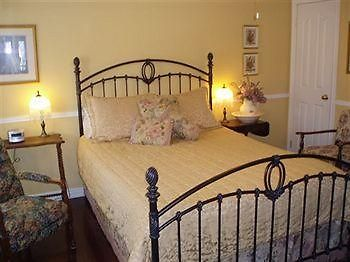 Abagale'S Victorian Hot Tubs And Suites Bed & Breakfast photos Exterior