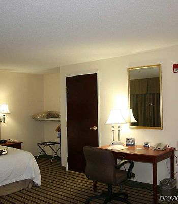 Hampton Inn & Suites Dayton-Vandalia photos Room