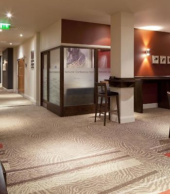 Chessington Hotel photos Interior Hotel information