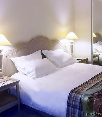 Royal Hotel Paris photos Room