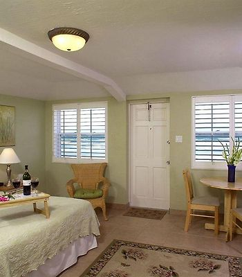 Shoreline All Suites Inn & Cabana Colony Cottages photos Room