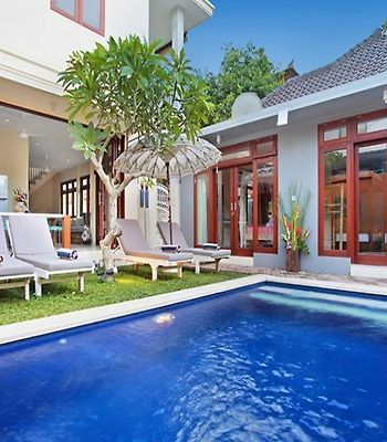 Legian Beach Villa photos Exterior