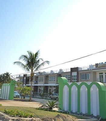 Ocean Blue Ngwe Saung Beach Hotel photos Exterior