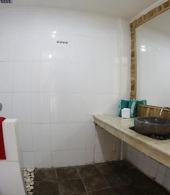 The Wira Cafe And Guesthouse photos Room