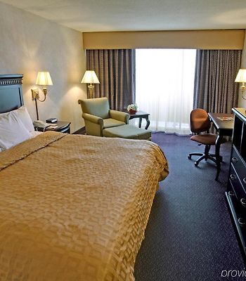 Quality Inn Near Hampton Coliseum photos Room