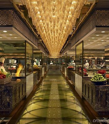 The Leela Ambience Gurgaon Hotel & Residences photos Restaurant