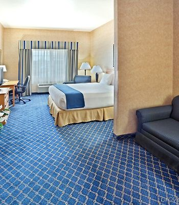 Holiday Inn Express Cheney photos Room