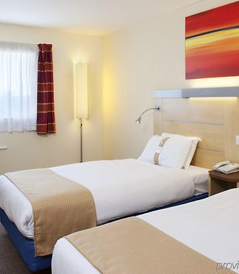 Holiday Inn Express Cardiff Airport photos Room