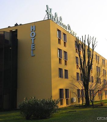 Holiday Inn Milan Linate Airport photos Exterior