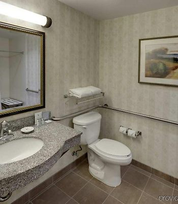 Hampton Inn & Suites Cleveland-Beachwood photos Room