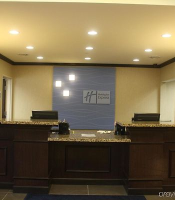 Holiday Inn Express & Suites Fairmont photos Interior