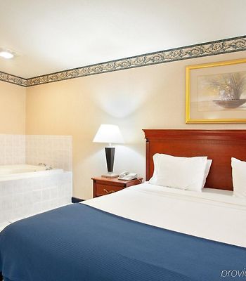 Holiday Inn Express Hotel & Suites Danville photos Room