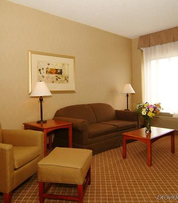 Holiday Inn Express & Suites Cedar Rapids-I-380 @ 33Rd Ave photos Room