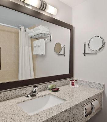 Ramada Edmonton South photos Room Hotel information