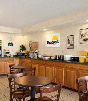 Days Inn Monroeville Pittsburgh photos Exterior Hotel information