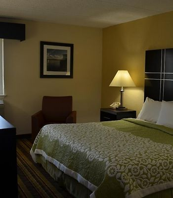 Days Inn Harriman Near Woodbury Commons Outlets photos Room