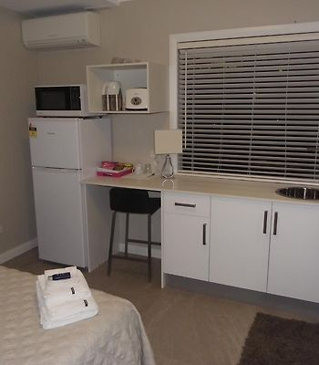 Amaaze Airport Apartments photos Room