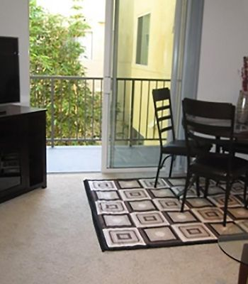 Two-Bedroom Apartment Near Promenade photos Room