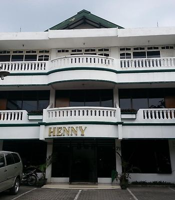 Henny Executive Homestay photos Exterior Hotel information