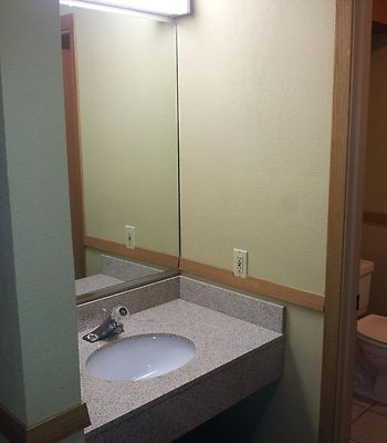 Howard Johnson Inn And Suites Tacoma photos Room