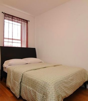 Uptown Deluxe Apartments photos Room