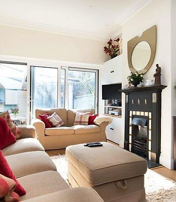 Veeve  Light And Open 2 Bed House Moore Park Road Fulham photos Exterior
