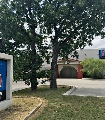 Motel 6 Uvalde Tx photos Exterior Hotel information