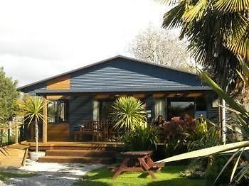 Yha Motueka Laughing Kiwi Backpackers & Self Contained Bach photos Exterior