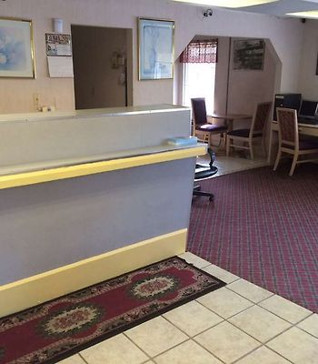 Town And Country Inn Suites Spindale photos Interior Lobby