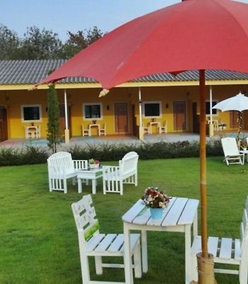 Runway Station Resort photos Exterior Runway Station Resort