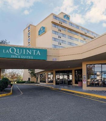 La Quinta Inn & Suites Secaucus photos Exterior