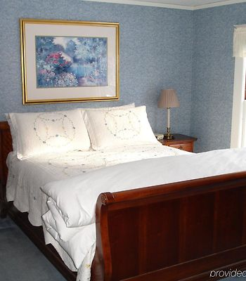 The Trumbull House Bed And Breakfast photos Room