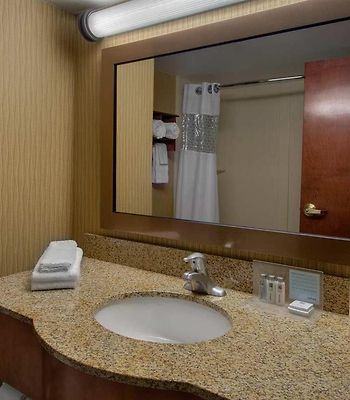 Hampton Inn Ft Wayne Sw photos Room Bathroom