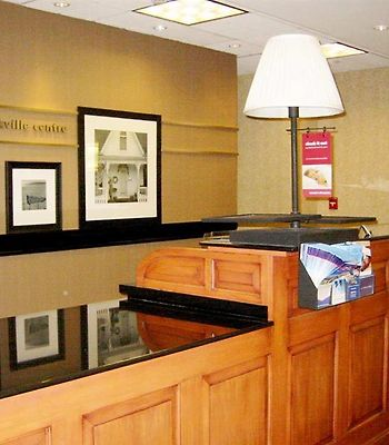 Hampton Inn & Suites Rockville Centre photos Interior Front Desk