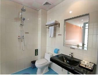 Super 8 Hotel Yishui Central Long Distance Bus Station photos Room Bathroom