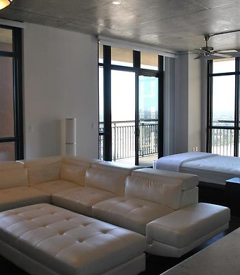 Luxury Penthouse Style Loft In High Rise photos Exterior Luxury Penthouse Style Loft in High Rise