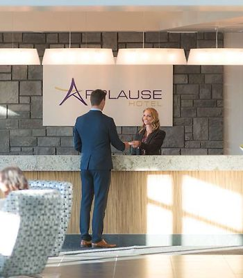 Applause Hotel Calgary Airport photos Interior Applause Check In