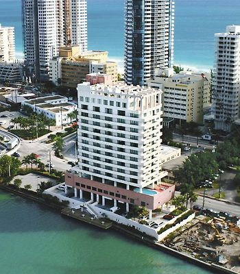 Kitchenette - Free Valet Parking With A Balcony In Miami Beach photos Exterior