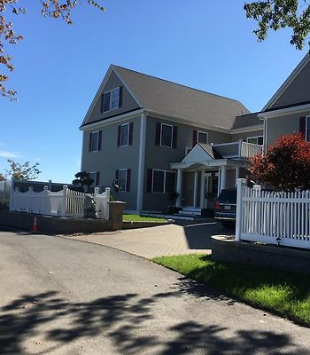 Room Near Salem/Boston Logan Airport photos Exterior Room in Saugus Waterfront Large Home