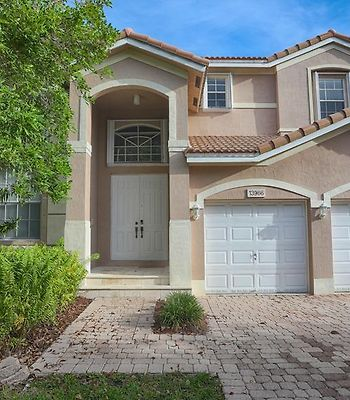 Two Story Miami Home Ideal For Families photos Exterior Two Story Miami Home Ideal for Families