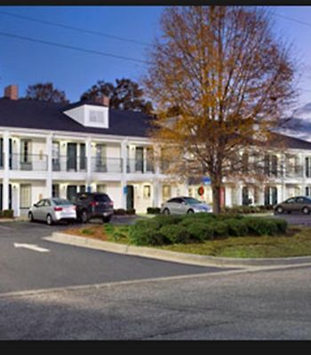 Baymont Inn & Suites Thomasville photos Exterior Baymont Inn & Suites - Thomasville